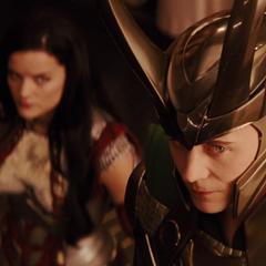 Loki en la ceremonia de Thor.