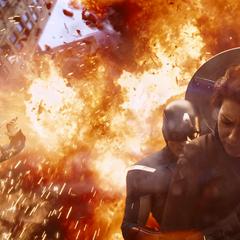 Rogers se cubre de la explosión de un Leviatán.