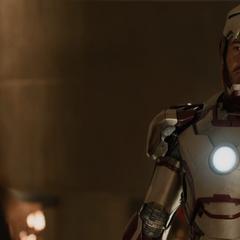 Stark se reencuentra con Hansen.