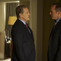 Ellis conoce a Coulson.
