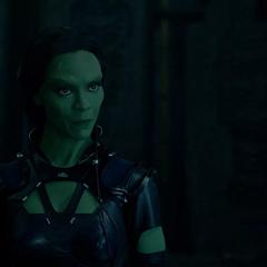 Gamora es enviada por Ronan a buscar el Orbe.