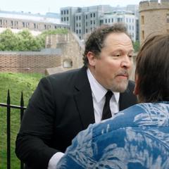 Hogan encuentra a los compañeros de Parker.