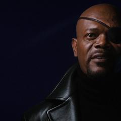 Fury se presenta a Stark como el Director de S.H.I.E.L.D.