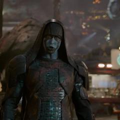 Ronan llega tras ser llamado por Drax.