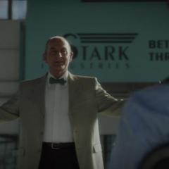 Fennhoff se presenta ante Howard Stark.