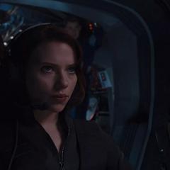 Romanoff dirige el Quinjet tras la captura de Loki.