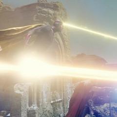 Visión, Stark y Thor dañan la armadura de Ultrón.
