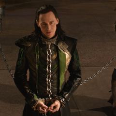 Loki escucha las acusaciones de Odín.