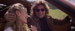 Meredith y Ego en un auto