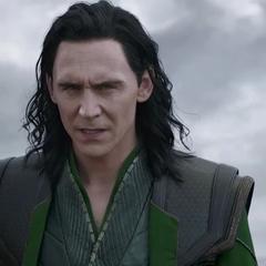 Loki trata de negociar con Hela para detener sus planes.