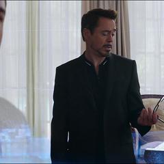 Stark desactiva su recuerdo creado a partir del B.R.E.A.