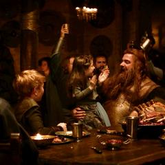 Volstagg celebra junto a su familia y amigos.