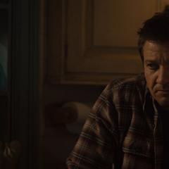 Barton escuchando a Fury en su casa.