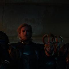 Fandral, Tyr y Volstagg en el funeral de Frigga.