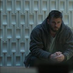 Thor reflexiona sobre lo sucedido.