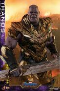 Battle Damaged Thanos Hot Toys 14