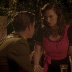 Carter le asegura a Michael que no la hará desistir de casarse.