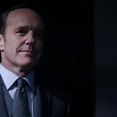 Coulson continúa trabajando en S.H.I.E.L.D. sin saber que fue resucitado.