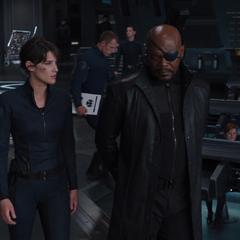 Fury le dice a Hill que el mundo siempre necesitará a los Vengadores.