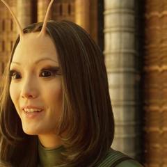 Mantis se siente orgullosa por ser fea.