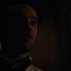 Murdock habla con Lantom durante la confesión.