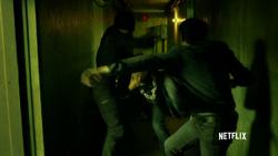 Murdock pelea por salvar al niño