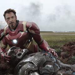 Stark preocupado por Rhodes tras la batalla.
