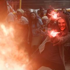Wanda trata de contener la explosión de Rumlow.
