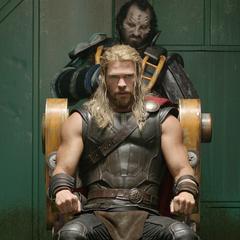 Thor es procesado para luchar en la Gran Arena.