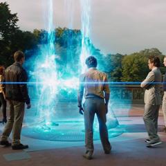 Loki y Thor usan el Teseracto para regresar a Asgard.