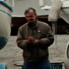 Wayne Robson como Capitán del bote