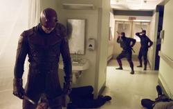 Daredevil en el hospital con la Mano