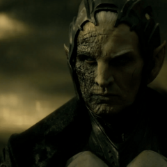 Malekith escucha la oferta de Loki.