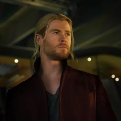 Thor ve llegar a Ultrón.