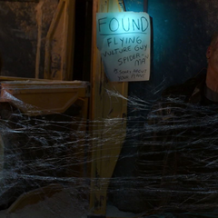 Toomes es enredado con telaraña y es encontrado por las autoridades.
