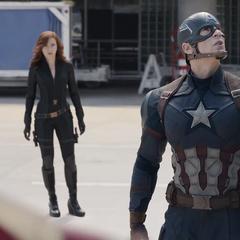 Rogers es confrontado por el equipo de Stark.