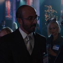 Stark conoce a Yinsen en Berna.