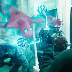 Parker se sorprende de la tecnología Chitauri que utilizan los delincuentes.