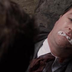 Kruger se suicida frente a Rogers.
