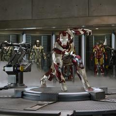 Stark consigue unir todas las piezas del Mark XLII.