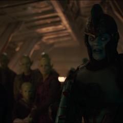 Talos se disfraza de un soldado Kree para salvar a sus amigos.