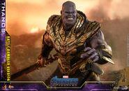Battle Damaged Thanos Hot Toys 18
