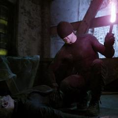 Murdock enciende una antorcha para quemar la herida abierta de Ranskahov.