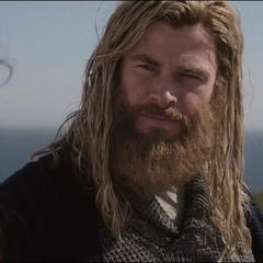 Thor le dice sus planes a Brunnhilde.