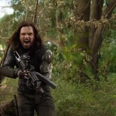 Barnes a punto de dispararle a Thanos.