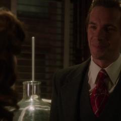Jarvis le dice a Carter que Ana está sanando.