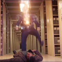 Talos recibe el impacto de una explosión fotónica de Vers.