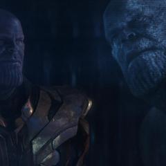 Thanos se da cuenta que tuvo éxito en la recolección de las Gemas del Infinito.