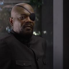 Fury le habla a Rogers de su abuelo.