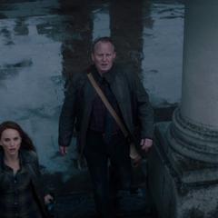 Foster y Selvig ven los portales de la Convergencia abrirse en la Tierra.